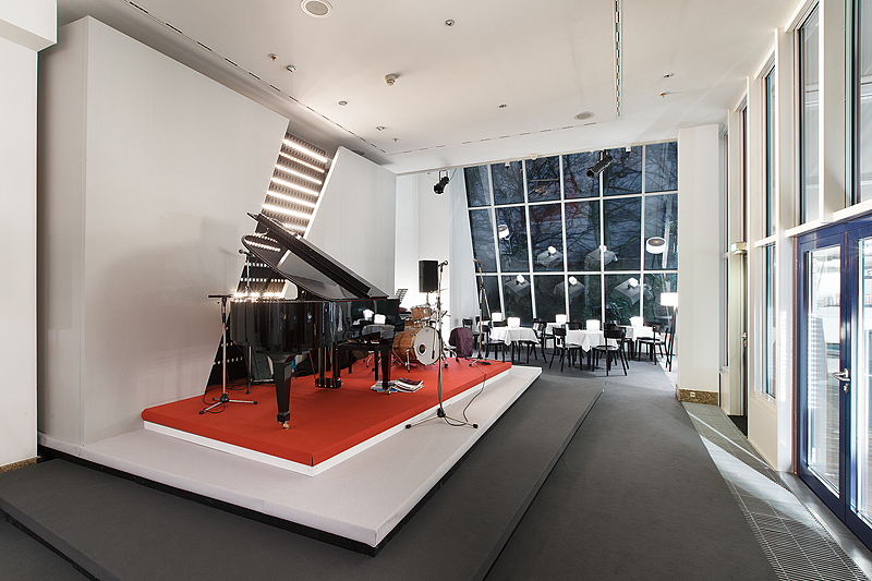 Pianobühne Gartenlounge
